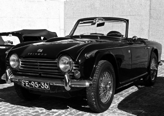 Triumph TR4A. (Triumph Motor Company) Classic Sports Car Black and White Print/Poster. Sizes: A4/A3/A2/A1 (003487)